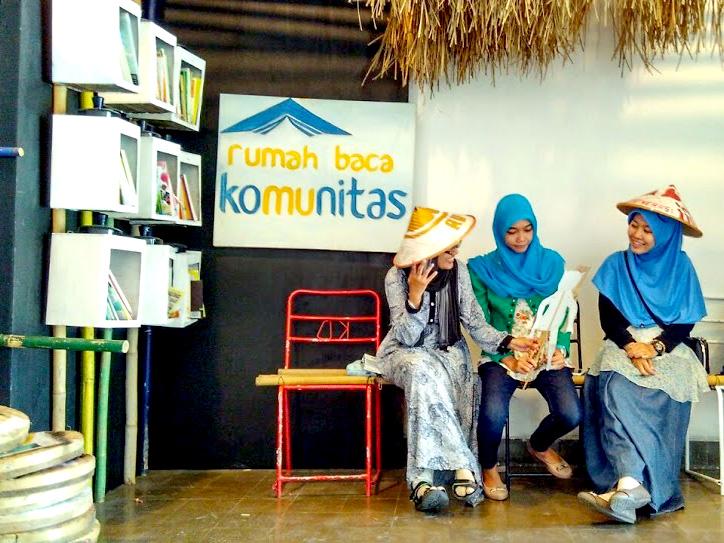 Anda Bisa Bebas Meminjam dan Mengembalikan Buku Tanpa Batas Waktu di Perpustakaan RBK (foto: komunita.id)
