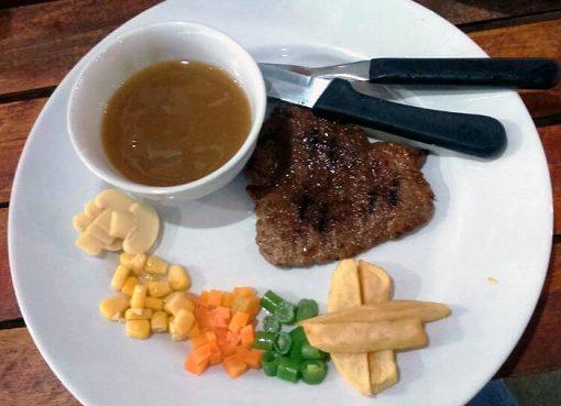 Domesteak Café Tugu Juang