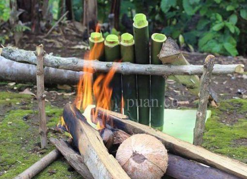 Lemang merupakan makanan khas orang Melayu.