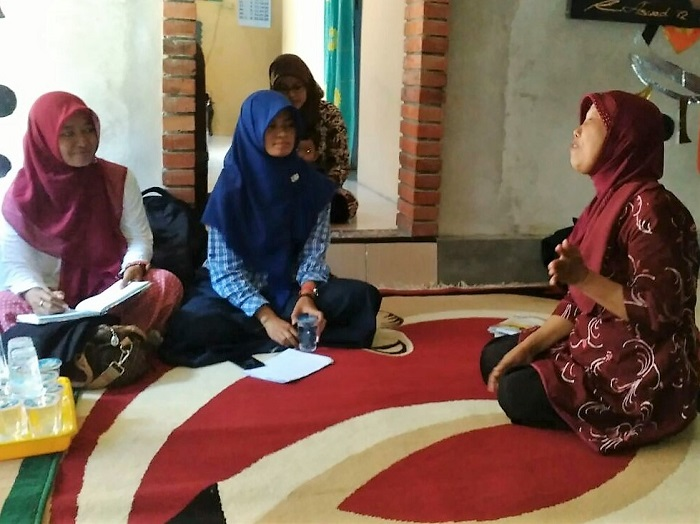 Diskusi bersama Ibu Suprihatin, penulis buku cerita anak yang beberapa kali medapat juara tingkat nasional
