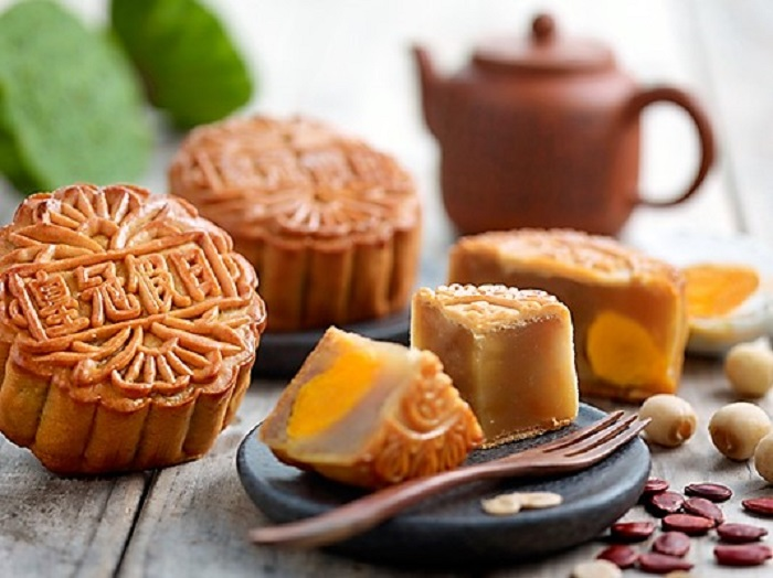 Crowne-Plaza-Changi-Airport-Traditional-Baked-Mooncakes